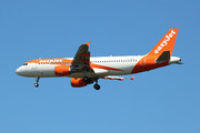 Airbus A320-214 (G-EZUA)