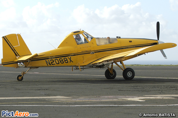 Air Tractor AT-802 (Private / Privé)