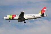 Airbus A320-214 (CS-TNX)